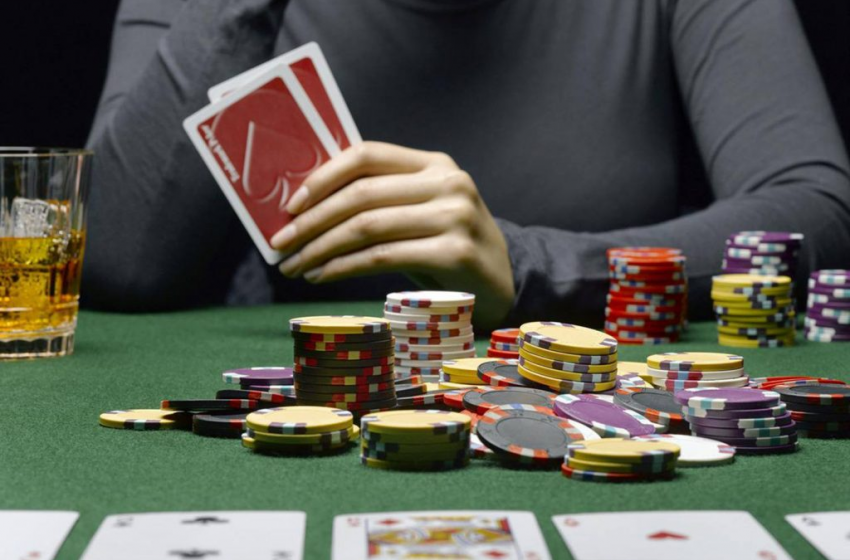 What are the rules to follow while playing poker online?